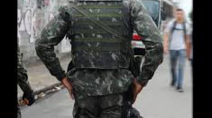 #Homem vestido com farda do exército finge ser major e causa tumulto em shopping de MT