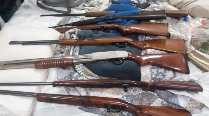 #Marido é detido por agredir a mulher e PM acha 11 armas escondidas em guarda-roupas no apartamento do casal em Cuiabá