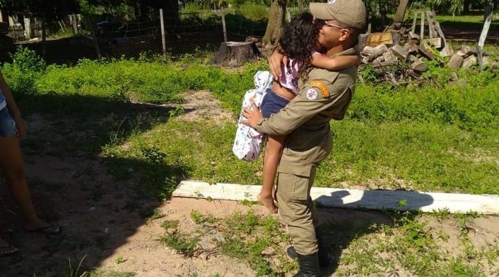 #Menina de 4 anos se engasga com pirulito durante brincadeira e é salva por bombeiro em MT
