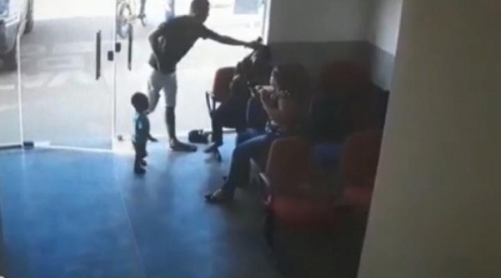 #Homem é preso após agredir ex-mulher dentro de delegacia em MT