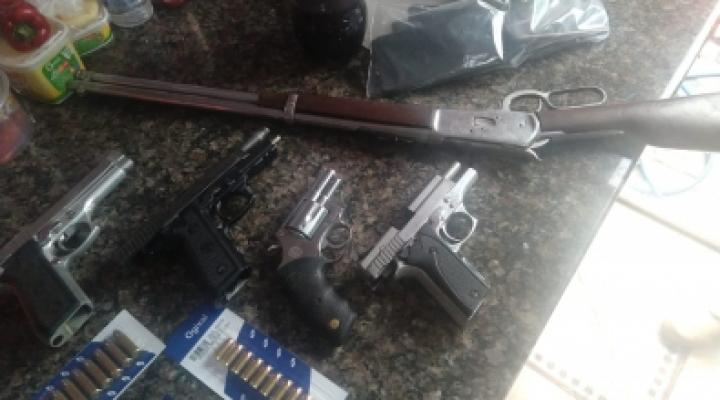 #PC prende 22; apreende armas, munições e R$ 40 mil em MT