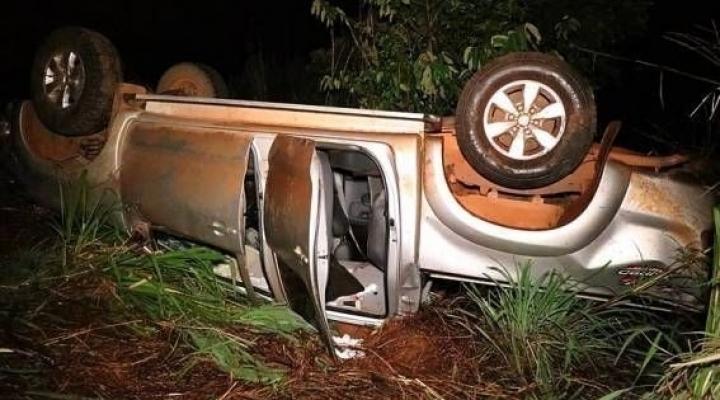 #Motorista tenta desviar de animais que atravessavam rodovia e capota caminhonete