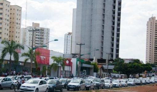 Prazo para donos de veículos com placas de final 2 e 3 pagarem o IPVA acaba nesta sexta-feira em MT