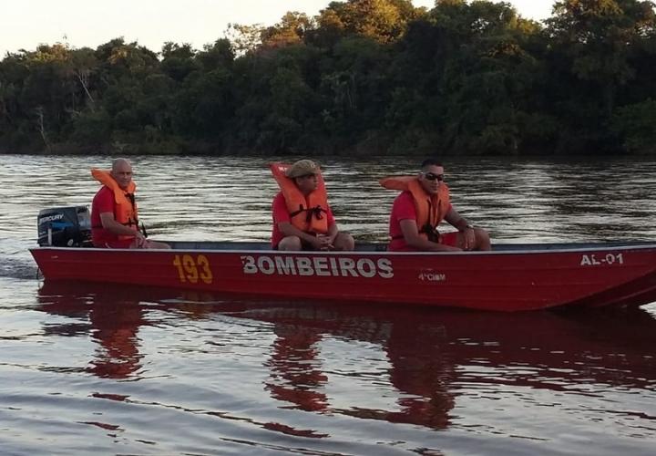 Jovem desaparece e 2 amigos são resgatados após se afogarem enquanto tomavam banho de rio em MT