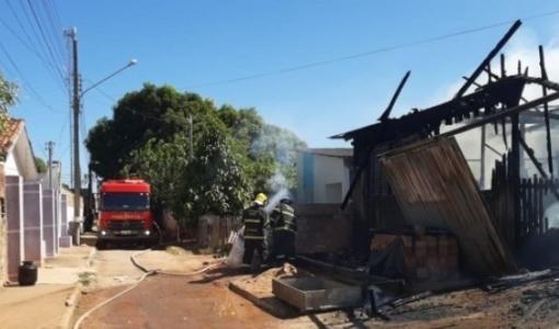 Menino de 4 anos é salvo por mecânicos em residência em chamas em MT