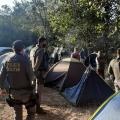 PM flagra mais de 200 pessoas acampadas em cachoeira sem máscaras e sem respeitar distanciamento em MT
