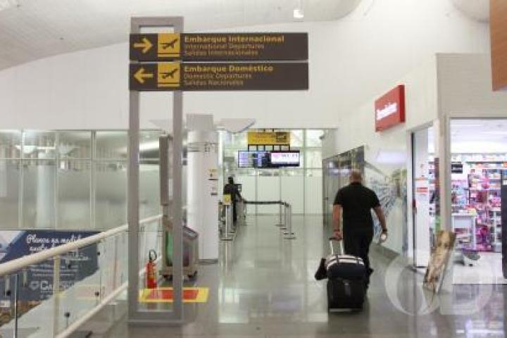 Homem morre em avião após voo sair de aeroporto de VG