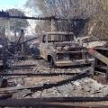 Incêndio em palhada se espalha e destrói oficina com 12 carros e trator em MT