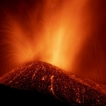 Erupção de vulcão se intensifica nas Canárias, e mais 3 cidades são evacuadas