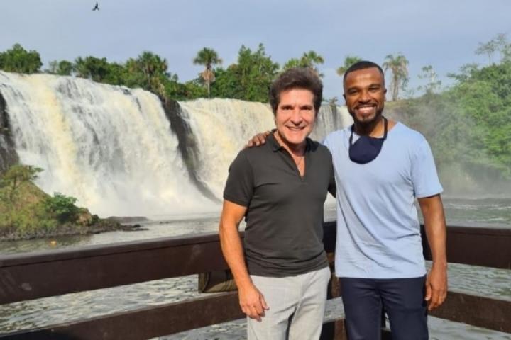 Daniel e Alexandre Pires curtem cachoeira Salto das Nuvens em Tangará da Serra MT