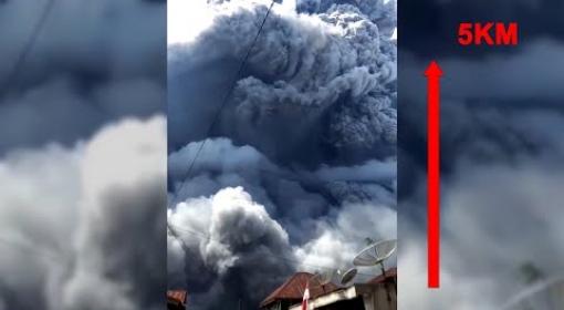 Vulcão na indonésia faz dia virar noite